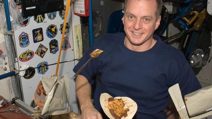 what do astronauts eat in space for breakfast lunch and dinner - photo #20